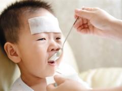 治疗儿童发烧 退热贴不是标配